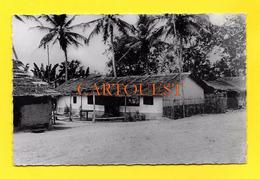 CPSM AFRIQUE NOIRE : Case Africaine - Dentelée PF N° 14 - Black Africa - Cartes Postales