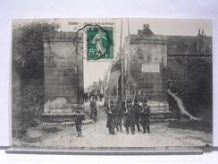 80 - PERONNE - ANCIENNE PORTE DE BRETAGNE - ANIMEE -  SOLDATS - 1912 - Peronne