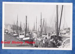 Photo Ancienne - Port à Situer - BOULOGNE Sur SEINE ? - Bateau De Pêche à Quai - Pêcheur Au Travail - Boat Ship - Bateaux