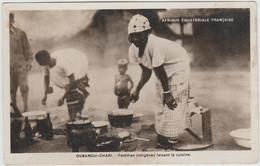 OUBANGUI CHARI - FEMMES INDIGENES FAISANT LA CUISINE - Centrafricaine (République)