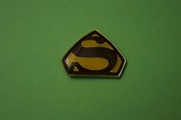 Pin's  SUPERMAN - BD