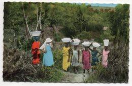 Cameroun--YOKO--Une Soeur Ramène Les Lavandières Du Marigot (très Animée),cpsm 14 X 9 éd Maison J-Bernard - Cameroon