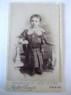 26012017 -  PHOTO D'UN PETIT BEBE GARCON DEBOUT LARGE COL DE DENTELLE -  MULLER-RAULT PARIS - Old (before 1900)