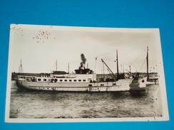 """85 ) Ile D'yeu N° 66 - Carte Photo """" Service Postal Paquebot """" L'insula Oya """" - 1950 - EDIT - Nouvelles Galeries - Ile D'Yeu"""