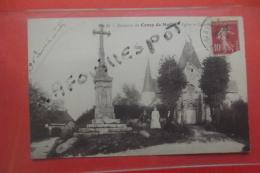 C P  Camp De Mailly Eglise Et Calvaire Animé N 33 - Mailly-le-Camp