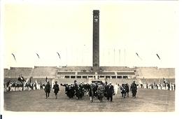 CARTE PHOTO HITLER VISITE LE STADE OLYMPIQUE EN 1936 AVANT L OUVERTURE DES JEUX A BERLIN - Germania