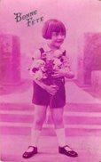 C.P.A Fillette Au Bouquet De Fleurs - Bonne Fête Colorisée En Rose Pour La Saint Hyppolite - Fêtes - Voeux