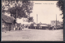 OUISTREHAM . La Gare Et Les Hôtels . - Ouistreham