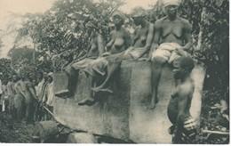 POSTAL DE GUINEA ESPAÑOLA ACARREO DE UNA GRAN TROZA DE CAOBA PROCEDIMIENTOS ARCAICOS (EXPO IBERO-AMERICANA SEVILLA 1929) - Guinea Ecuatorial