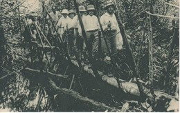 POSTAL DE GUINEA ESPAÑOLA EL GOBERNADOR GENERAL NUÑEZ DE PRADO ATRAVESANDO UN PUENTE (EXPO IBERO-AMERICANA SEVILLA 1929) - Guinea Ecuatorial