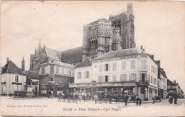 Carte Postale Ancienne De L'Yonne - Sens - Place Thénard - Café Drapés - Sens