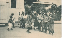 POSTAL DE GUINEA ESPAÑOLA DE UN PEQUEÑO BALELE ENTRE BATAS (EXPO IBERO-AMERICANA SEVILLA 1929) - Guinea Ecuatorial