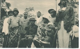 POSTAL DE GUINEA ESPAÑOLA DE KÚKUMAN CON SU FAMILIA EN UN POBLADO DE KOGO (EXPO IBERO-AMERICANA SEVILLA 1929) - Guinea Ecuatorial