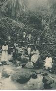 POSTAL DE GUINEA ESPAÑOLA DE UNOS MISIONEROS EN EL NACIMIENTO DEL RIO TIBURONES (EXPO IBERO-AMERICANA SEVILLA 1929) - Guinea Ecuatorial