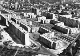 69 - LYON :  Cité Des Etats Unis - CPSM Dentelée GF - Rhône - Lyon