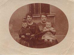 Photo Originale Deux Femmes Et Deux Enfants En Médaillon Vers 1900 - Légende Au Dos - Personnes Identifiées