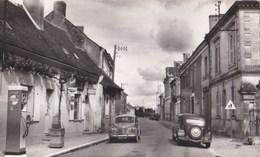 Carte Photo Cpsm Petit Format : Cléré Les Pins (44) Rue Principale, 4 Cv, Traction, Pompes à Essence Glorex - Places