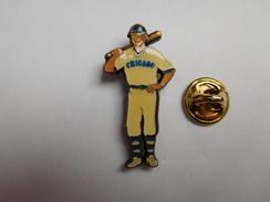 Superbe Pin's , Baseball , Les Chicago Cubs , Signé Corner - Honkbal