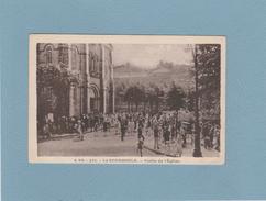 63 - LA BOURBOULE : Sortie De L'Eglise .animé . - La Bourboule
