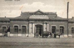Quiévrain, La Gare Avec Attelage. Chemin De Fer. - Quiévrain