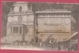 63 - ROYAT LES BAINS--Le Départ Des Cars--Diligences--Hotel Trianon--animé - Royat