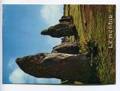 015Q/ Bretagne Megalithes Le Menhir 1982 - Dolmen & Menhirs