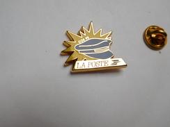 Superbe Pin's En Zamac , La Poste COS 92 , Signé Decat - Post