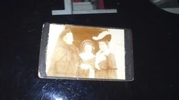 CDV -  Trois Jeunes Femmes (trois Générations) Photographe Moulin à Millau - Photos