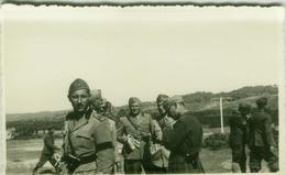 ALBANIA - ITALIAN OCCUPATION - ITALIAN OFFICERS - RPPC POSTCARD 1940s (BG3279) - Army & War