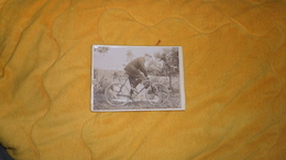 PHOTO ANCIENNE DATE ?. / PHOTOGRAPHIE ARTISTISQUE ET INDUSTRIELLE AVENUE DU MAINE PARIS. / PERSONNE ANONYME A VELO - Cyclisme