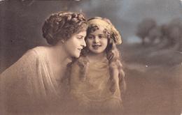 Femme Et Enfant - Femmes