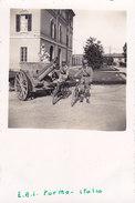 PHOTO  Cm.6,3x9,5 MILITARI UFFICIALI  ITALIANI  BICICLETTA CASERMA E.A.I. CANNONCINO PARMA)-2-0882-26891 - Militaria