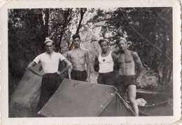 Original Foto 194?, Männer In Badehosen, Fotoformat Ca.9,2 X 6,2 Cm, Gute Erhaltung - 1939-45