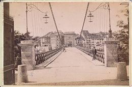 Ancien Grand Pont De Fribourg, Avec Personnages, Sans Voiture. Photographie E. Lorson Près De La Gare - FR Fribourg