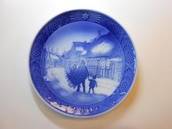 Royal Copenhagen Chrismas Plate 1980 - Bringing Home The Chrismas Tree - 1st. Quality - € 19,00 - Royal Copenhagen (DNK)