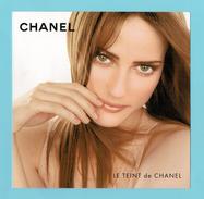 Cartes Parfumées Carte CHANEL LE TEINT  De CHANEL    RECTO VERSO  AVEC  3 ECHANTILLONS - Modern (vanaf 1961)