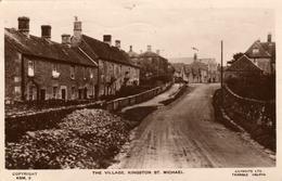 The Village, Kingston St-Michael - Lilywhite Ttd Triangle Halifax - Copyright KSM 3 - Angleterre