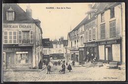 CPA 28 - Illiers, Rue De La Place - Illiers-Combray