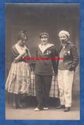 CPA Photo - NANTES ? - Portrait De Femme - Une Avec Costume Coiffe , Une En Marin Et Autre En Homme - Médaille Travesti - Costumi