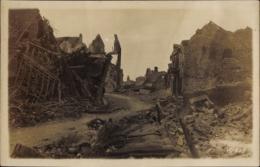 Photo Cp Moreuil Somme, Kriegszerstörungen, Zerstörte Straßenpartie - France