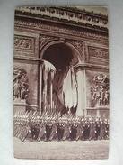 MILITARIA - Saint-Cyriens Défilant Devant Le Soldat Inconnu - Regiments