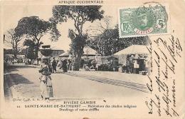 AFRIQUE  GAMBIE  RIVIERE GAMBIE  SAINTE MARIE DE BATHURST  HABITATIONS DES CITADINS INDIGENES - Gambie