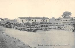 AFRIQUE  GUINEE - BISSAU   BISSAU  FORMATURA DENTRO  DO FORTALEZA  GUERRA DE 908 - Guinea-Bissau