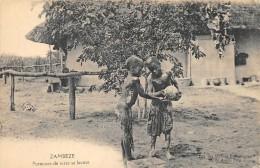 ZAMBIE  ZAMBEZE   PORTEUSES DE TERRE SE LAVANT - Zambia