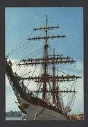 DF / TRANSPORTS / BATEAUX / VOILIERS / UN GRAND VOILIER AVEC L'EQUIPAGE À LA MANOEUVRE À SAINT MALO (35) - Sailing Vessels