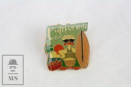 California Beach & Club Surfing Duck Badge - Pin