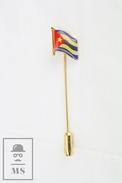 Cuba Flag Golden Colour Needle Badge - Ciudades