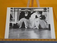 Cartes Postales > Thèmes > Photographie > Les Danseuses Philip Nelson 1980 - Non Circulé - Photographs