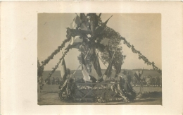 CARTE PHOTO INAUGURATION D'UN MONUMENT  AVEC LES SOLDATS EN ARRIERE PLAN - Guerre 1914-18