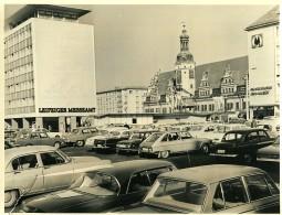 Allemagne Leipzig Place De L'Hotel De Ville Altes Rathaus Voitures Ancienne Photo 1971 - Places